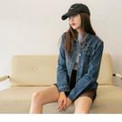 選用高含棉牛仔面料給予厚實且舒適穿著 牛仔短版外套是時尚好搭的單品