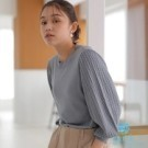 ■Premium Label■  立體感麻花編織袖拼接設計 素面單品也穿出流行層次風格