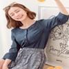 半開襟的排釦設計,讓妳穿出宛如襯衫般的俐落大方姿態~