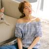 親膚透氣的高含棉面料,讓你擁有舒適自在的穿著感受 鬆緊領口的設計可隨心變換造型