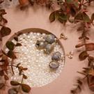 金蔥刺繡布花朵 異形迷你淡水珍珠點綴 簡單大方的不對稱玫瑰花設計