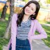 V領剪裁修飾臉部線條且知性加分~選用多色系的糖果色調打造女孩層次穿著