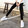使用柔軟親膚的高含棉面料,乾爽透氣不悶熱 彈力高腰結合窄管版型設計,纖瘦視覺大長腿