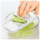 ●輕鬆將高麗菜切絲!  材質 ■刀刃部:不鏽鋼刀具 ■本體、把手:ABS樹脂(耐