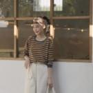 柔軟舒服的針織材質 基本款式的條紋簡單好搭配 春天適合穿薄長袖 簡單搭配牛仔褲就OK