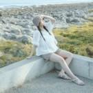 特殊繡花精緻設計 排釦鏤空造型清新氣質 傘擺澎袖版型修飾身形 搭配褲裝或裙裝都氣質優雅