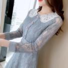 VK精品服飾 韓國復古赫本宮廷風優雅蕾絲娃娃領收腰長袖洋裝