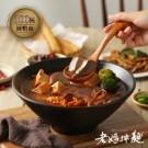 三種辣椒特製獨門湯頭 搭配傳統工法製成的寬粉,完美吸附湯汁 100%純鴨血,吃起來彈牙順口,香辣入味