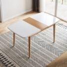 伸縮面板操作簡單,亮光玻璃面板,易於清潔,實木腳穩固承重