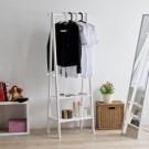 ● 日式風設計款 ● 實木A字型結構設計更穩固 ● 兩層板可收納折疊衣物 ● MIT製造 品質保證