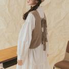 柔軟舒適的親膚針織面料 厚雙綁帶設計可愛又有型 可內搭洋裝也可搭配襯衫 整體復古日系又文青