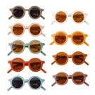 ◆環保設計理念,採再生塑料製成高品質兒童墨鏡 ◆現代經典色彩,打造孩子的永恆時尚風格