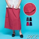 採簡單素面的面料 簡單俐落線條視覺 大口袋的輕帶特色設計