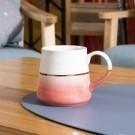 ‧ 陶瓷材質,質地溫潤 ‧ 杯體輕巧,好拿好握 ‧ 手工繪製圖案,典雅華貴