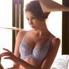 ★4/5罩杯貼合胸部包覆副乳防下垂 ★襯底用絲綿 觸感親柔透氣不悶熱 ★前中鏤空鑲鑽 提升整體華麗感