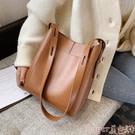 高級感大包包2021新款潮女包質感斜背包大容量百搭通勤大氣側背包