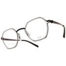 VYCOZ專利的無螺絲鉸鍊設計,創新專利技術精心製作的垂重比例,創造實用且兼顧時尚的眼鏡樣貌