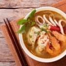 精選鮮蝦、巴沙魚等新鮮食材及草菇,高湯裡加入獨家南洋風味酸辣醬汁一起熬煮,風味獨特、開胃爽口。