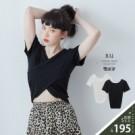 VOL121 休閒中帶點小性感 搭一件短褲就很好看 俐落白、百搭黑~2色