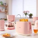 ● 8 種烘烤設定,滿足個人喜好 ● 內建的烤麵包升降架可讓您輕鬆溫熱您愛吃的小餐包、糕餅和麵包捲