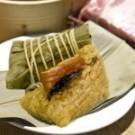米粒糊而不爛 金華火腿肉味香潤極富彈性 袖珍粽人氣滿點是點水樓店內人氣粽子!