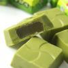外層抹茶口味的巧克力,每一顆內餡包有滿滿的麻糬,QQ好滋味!