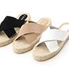 草編鞋底多了分輕鬆愜意的渡假氣息簡單的交叉鞋面帶給人自在隨性的印象