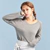◆ 與韓國同步流行的過長袖子,搭配牛仔褲休閒又舒適。
