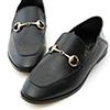 微帶方頭的鞋楦是今季最新時尚主流精緻的馬銜釦設計讓整體質感大大提升