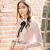 ◆ 附綁帶荷葉領的長袖襯衫,搭配短裙、雪紡長褲,穿出法式好女孩的氣質。