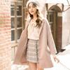 ◆ 翻領單釦的毛呢西裝外套,穿出韓風的時尚優雅感。