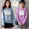 0123 珍珠毛毛貓刺繡,袖滾小荷葉增添甜美氛圍,簡單搭配褲或裙都能展現貴氣的氣息喔。