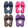 1.人字形止滑柔珠顆粒設計。2.鞋幫面加寬加高,增加腳背包覆性。3.楦頭加大,舒適度UP!!