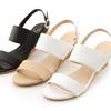 一字造型涼鞋展現夏日的俐落造型貼心的側勾釦設計穿脫間更省時方便