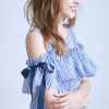 VOL722清新藍白細條紋雙蝶結露肩長洋裝穿搭出女孩自信俏麗風格