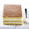 由蜂蜜完美調和出濕潤綿密的蛋糕口感,搭配上滿滿的十勝生乳!