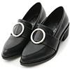 優雅的尖頭鞋楦展現絕佳時尚品味大大的圓環設計讓整體質感大大提升