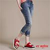褲款3D剪接設計 ,完美修飾腿部線條,後臀低口袋設計,窄臀視覺效果加乘,率性穿搭完美詮釋個人風格