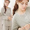 圓領式睡衣,愛心滿佈充滿甜蜜感~*蕾絲+三釦設計帶點小清新棉柔居家舒適,春秋季節皆適穿!
