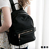 SKYBLUE自訂款,高級皮革材質觸感極佳,提升簡約時尚感。