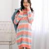 1017 嬌小女孩可以單穿唷!鬆鬆軟軟的版型讓人好想保護唷!而且這配色,根本是想讓人陷入選褶障礙!