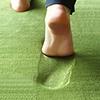 低反發極厚高密度地毯,此地毯泡棉的物理性回彈,達到極致的舒適感受,有效分散及吸收壓力