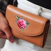 中長夾尺寸規劃高質感真皮選用精緻玫瑰刺繡款蜜莉的美 強勢攻佔