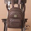 主袋X1 / 內口袋X2/ 內拉鍊袋X1 / 外拉鍊袋X3(含背面獨立口袋)左右側口袋X2