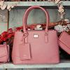 新色上市~女生心中的絕色包款,一拿出手就好迷人的時髦配件。