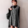 1206 冬季不能缺少的針織背心,打造多層次穿搭的好幫手,內搭素面上衣或襯衫就很好看摟!