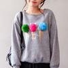 1206 可愛的彩色球球別針,拆下來單穿上衣也很可愛,也可隨心情變化把毛球別在自己喜愛的位置喔!