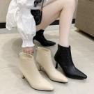 短靴.韓風菱格紋後拉鍊尖頭粗跟靴