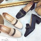 質感金屬鍊皮革方頭粗跟鞋-黑/米