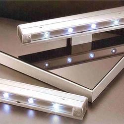 開門即亮震動式LED燈